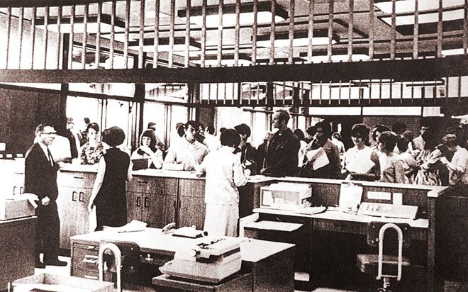 Students registering for classes in the early days of UCC